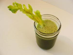 celery-cucumber-kale-apple-juice-LR